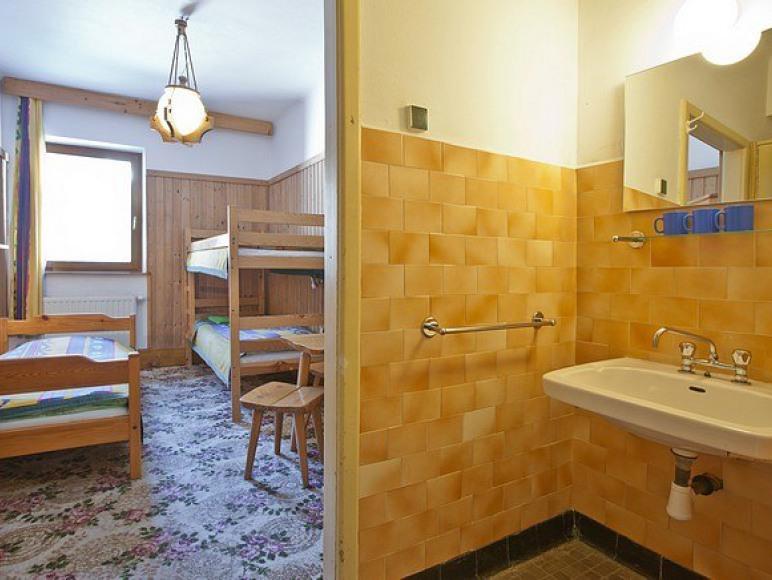 Pokój 3-osobowy umywalką