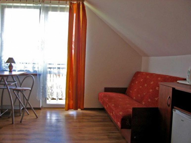 ul. Szkolna 5, pokój z balkonem
