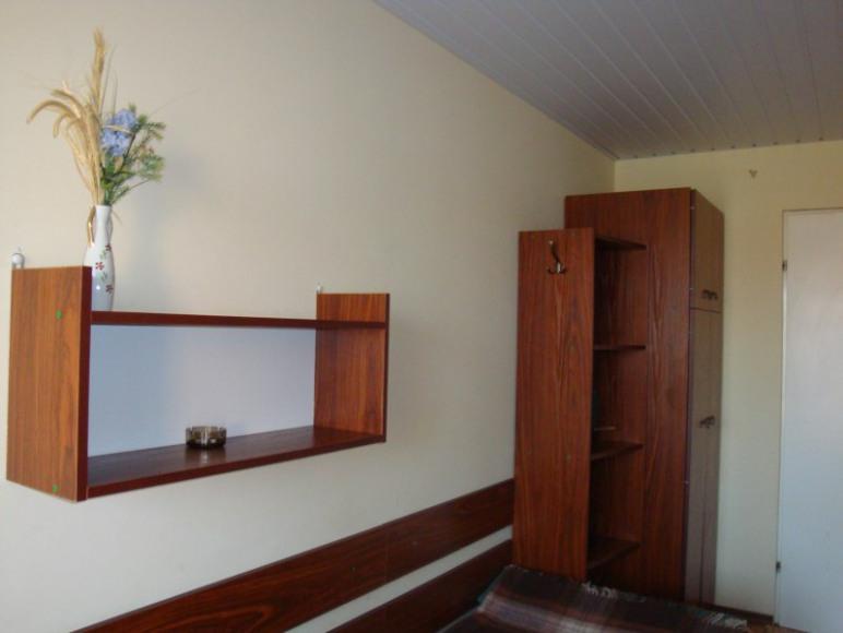 Jasne, przestronne pokoje z balkonem, bądź bezpośrednim wyjściem na dwór