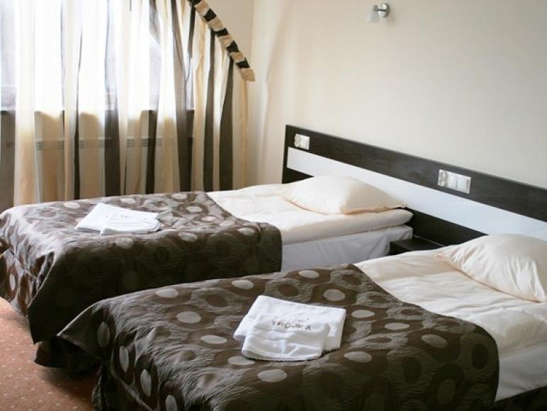 Pokój 4 osobowy w skład którego wchodzą dwa subpokoje