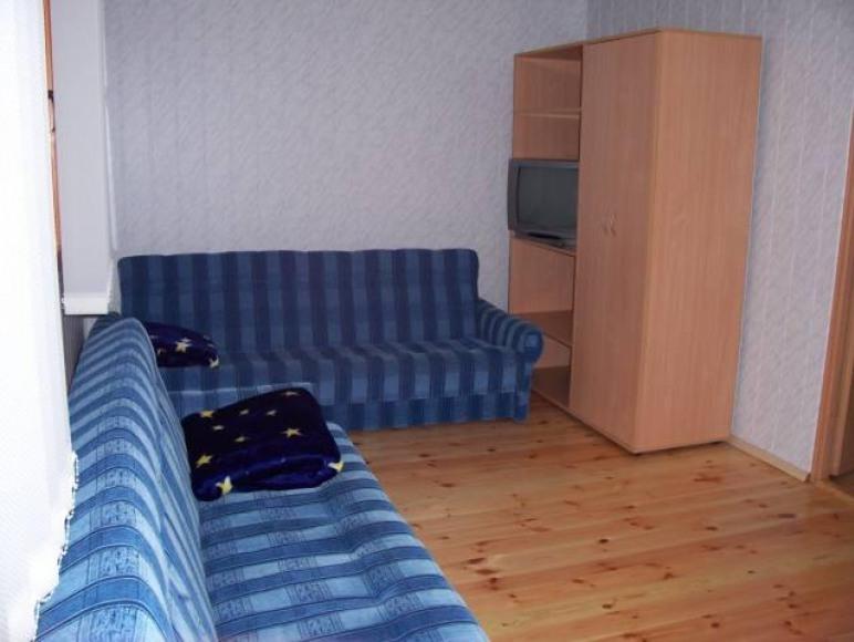 Domek - pokój większy.