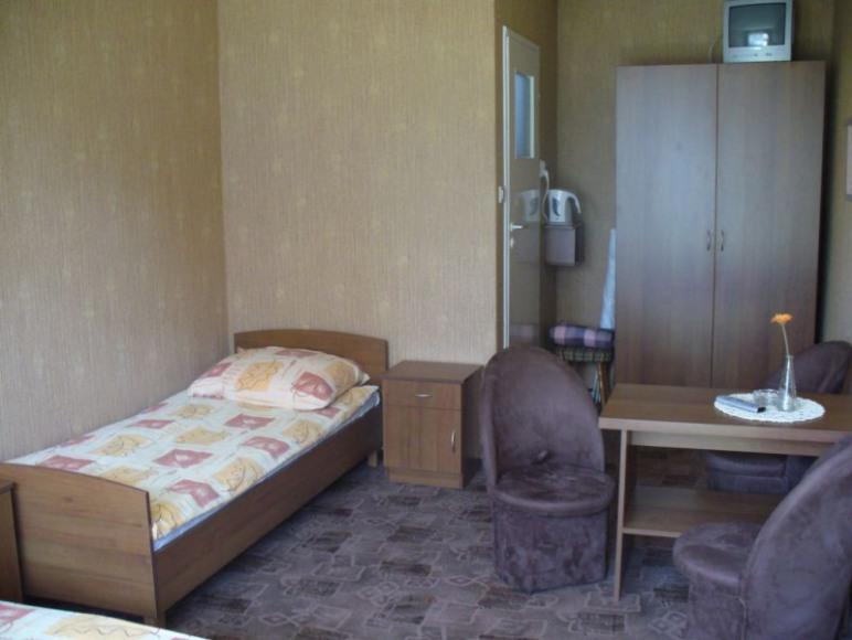 pokój 3 lub 4 osobowy z łazienką