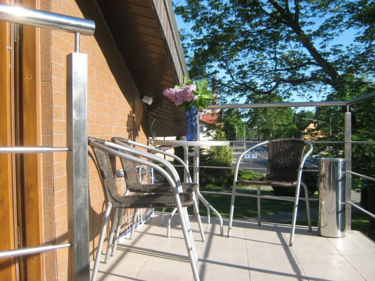 Stolik przed wejściem