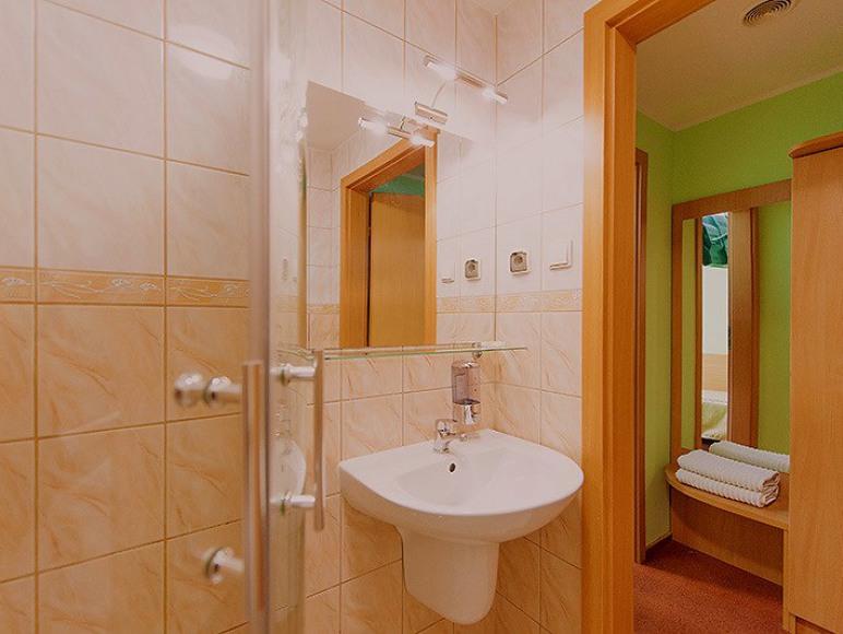 Wszystkie łazienki pokoi 2,3,4 osobowych w tym standardzie...
