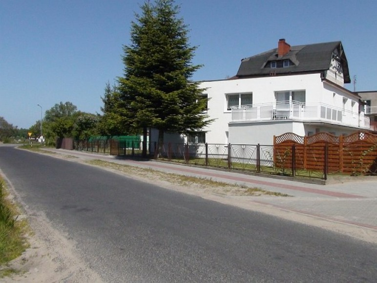od zachodu,wjazd na posesje od strony ul.Borkowskiej