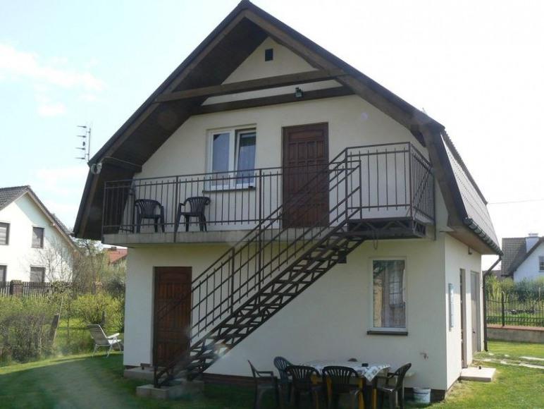 domek z trzema pokojami 1 parter 2 na piętrze wi fi