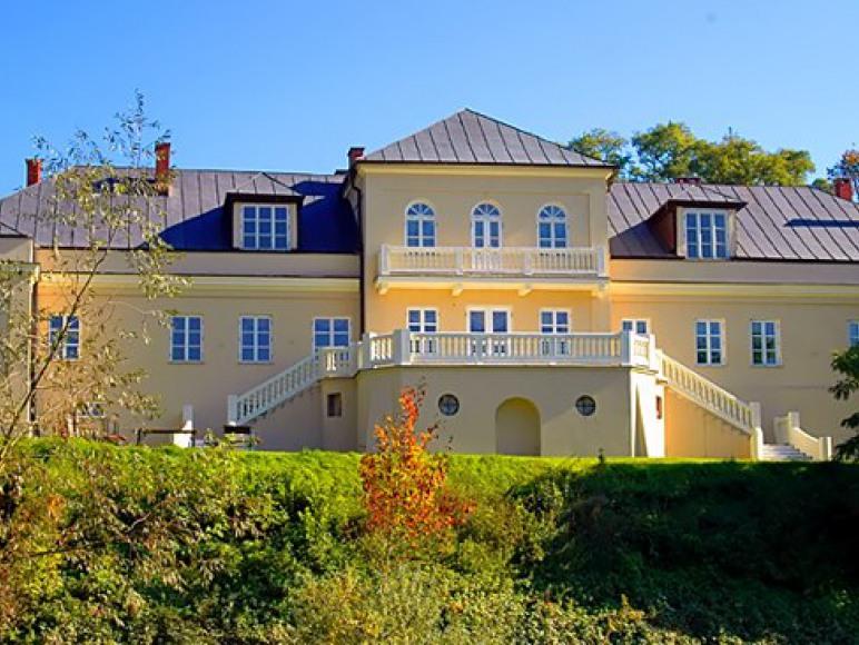 Pensjonat mieści się w zabytkowym Pałacu Piotrawin