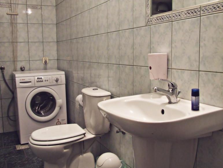 Jedna z 4 łazienek
