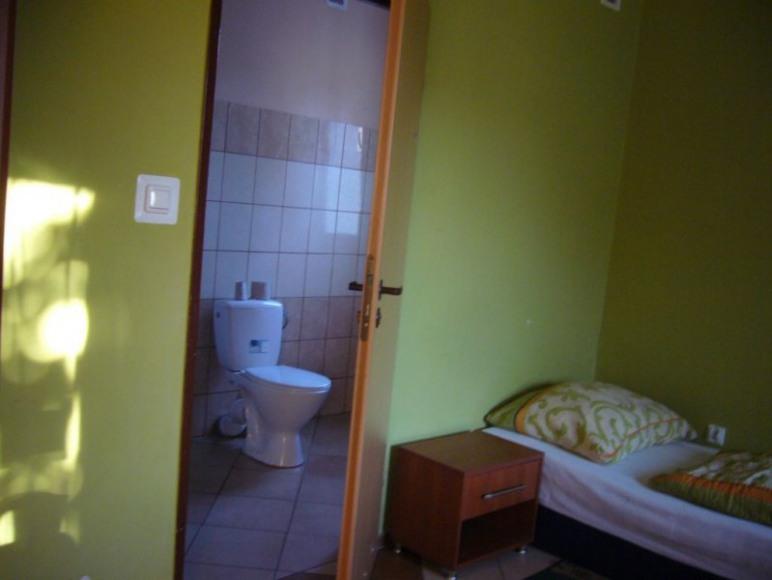 pokoje dwu i trzy osobowe