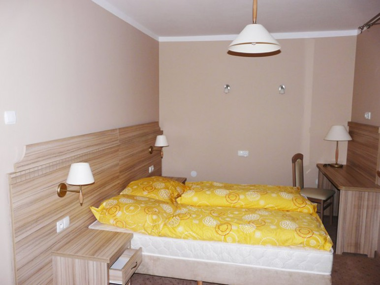"""Hotel Motel Restauracja """"Złota Róża"""""""