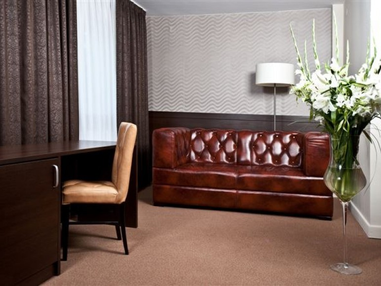 HOTEL & RESTAURACJA ZŁOTY LAS ***