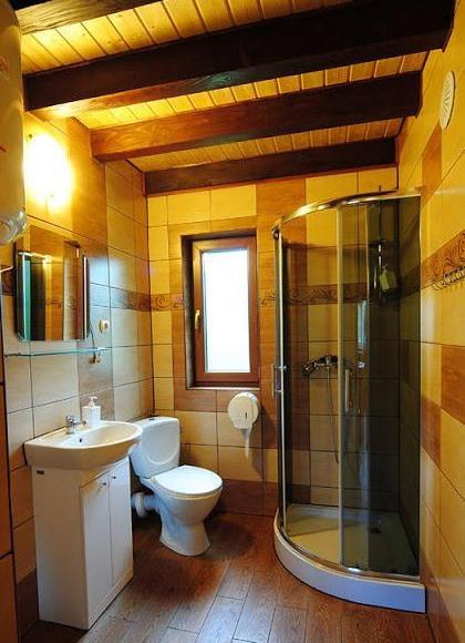 Całoroczny domek z kominkiem-łazienka