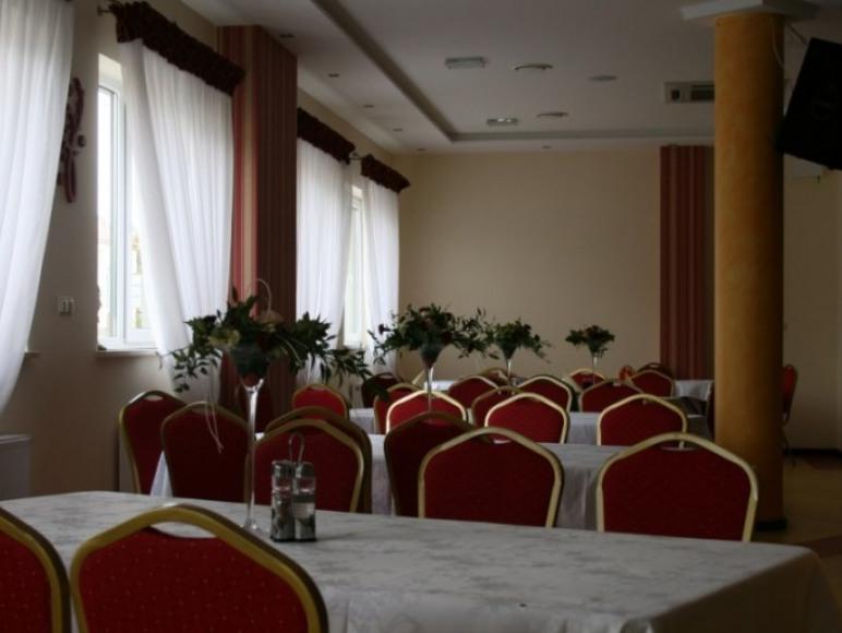 """Hotel - Restauracja """"Pod Słońcem"""""""