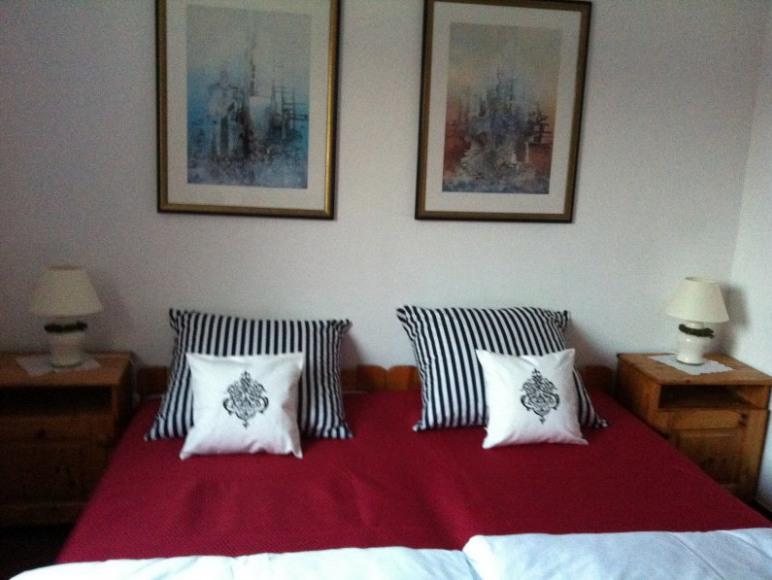 pokoj 3-osobowy( lozka rozstawne 3x80cm)