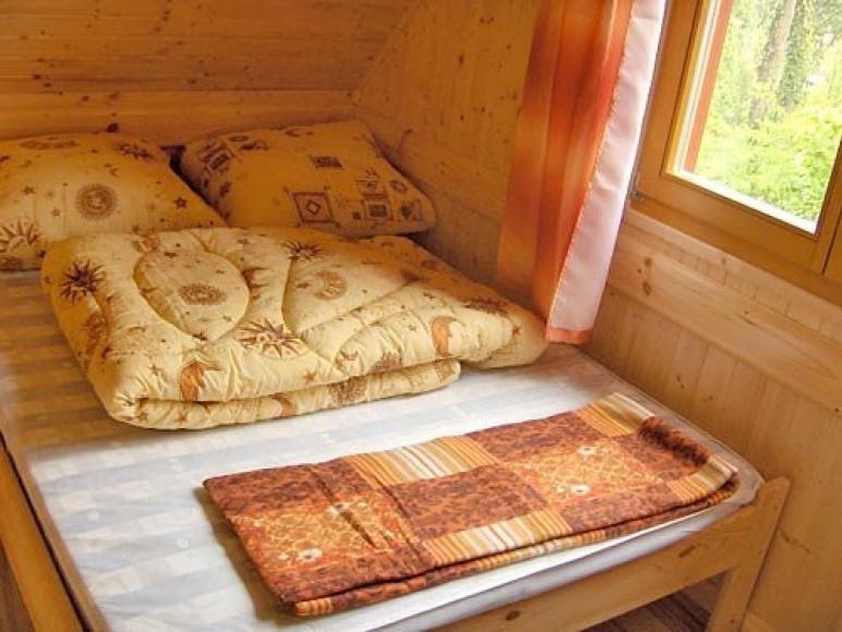 sypialnia z łóżem podwójnym