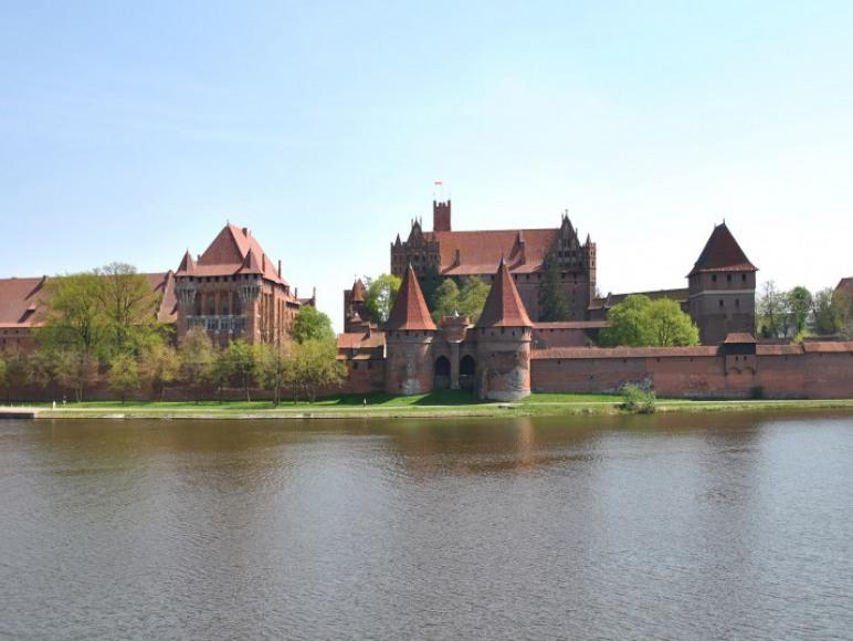 widok na zamek z okna pokoju