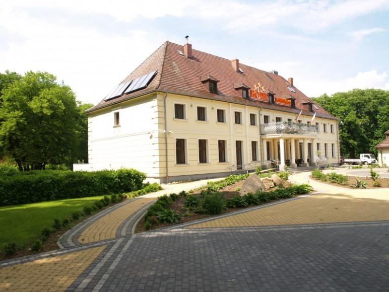"""Hotel """"Świętoborzec"""""""