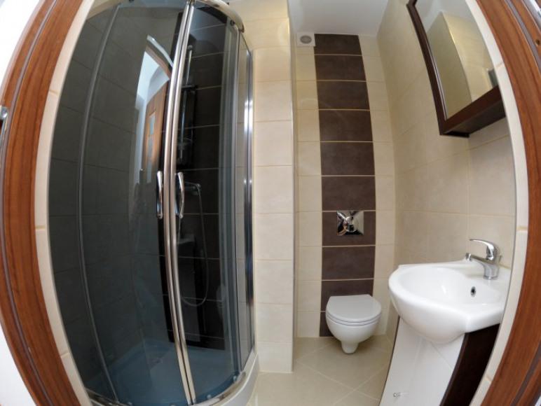 Pokój dwuosobowy z oddzielnymi łóżkami-łazienka