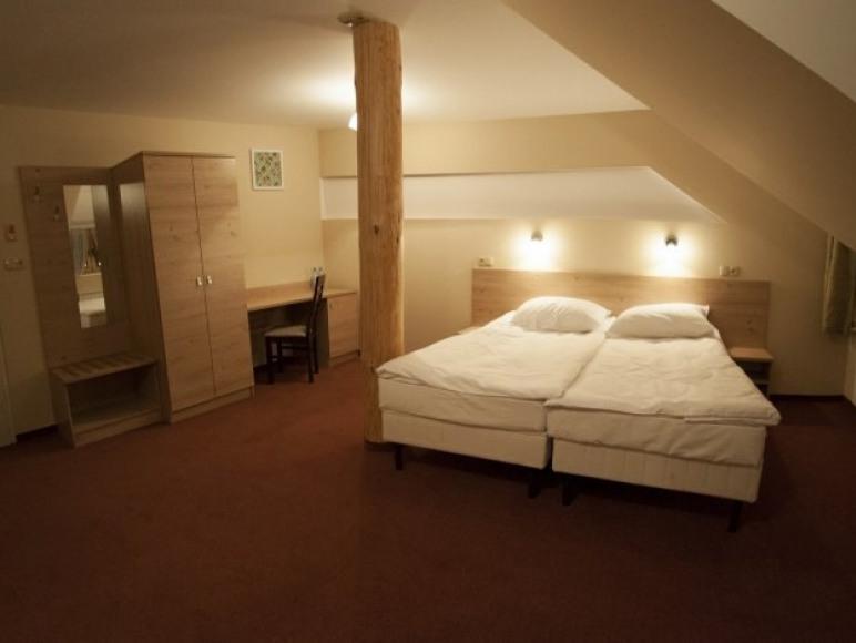"""Hotel i Restauracja """"Przycup W Dolinie"""""""