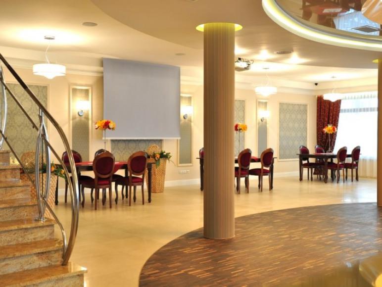 """Hotel Restauracja """"Świętokrzyski Dwór"""""""