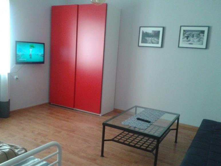 Studio 4 Stronie Śląskie - przestronny, jasny pokój z TV i dużą szafą