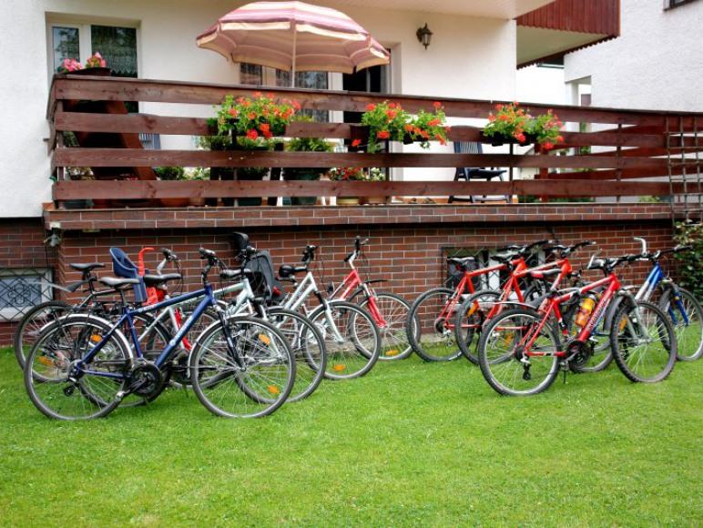 Wypożyczalnia rowerów, fotelików i kasków. Dla Gości korzystne rabaty!