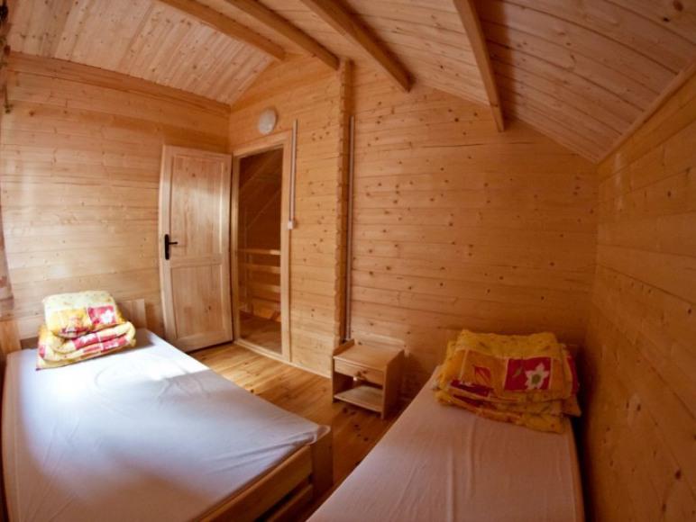 sypialnia, domek z bala