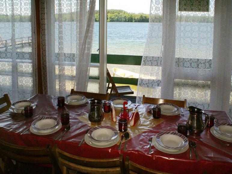 taras z widokiem na jezioro Mausz
