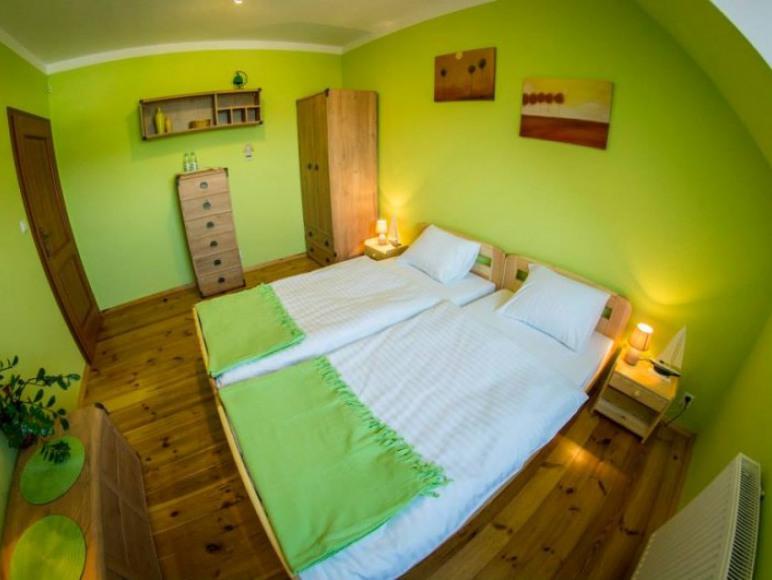 Pokój zielony 2 osobowy. Tv oraz Wi-fi. Okna skierowane na wschód