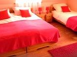 pokój czerwony trzyosobowy