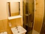 W każdym pokoju prywatna łazienka