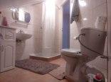 1 wspólna łazienka na poddaszu