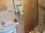 łazienka w pokoju 3/4 osobowego