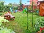 Część ogrodowa z placem zabaw