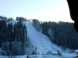 widok z okna na stację narciarską SKI-SUCHE