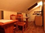 Pokoje gościnne AnMar: jadalnia i aneks kuchenny