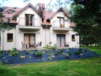 Dom nad jeziorem na Mazurach_pokoje z łazienkami