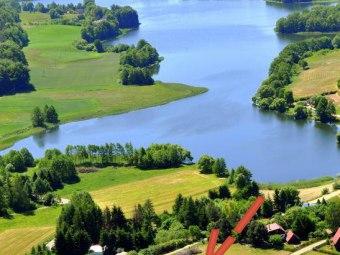Dom z widokiem na jezioro i domek nad jeziorem