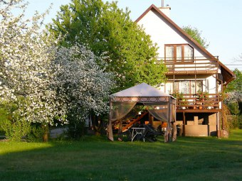 Domek nad jeziorem w Puszczy Augustowskiej