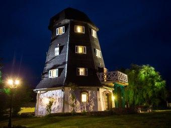 Dom Mazurski Wiatrak, Dom z Bali, Zygmuntówka
