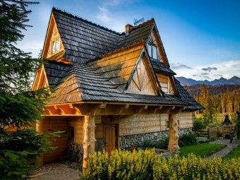 Domek Pod Jeziorem w górach z kominkiem i sauną