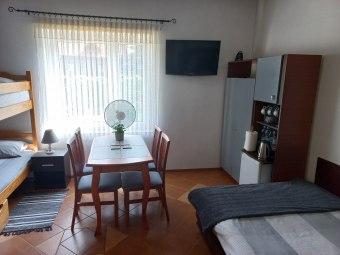 Pokoje w letnim domu Andonis