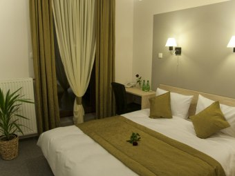 Hotel & Restauracja Vis-a-vis