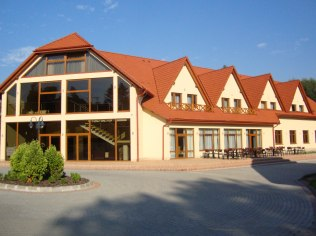 Weddings, banquets, studniówki, communions, - Hotel Forest