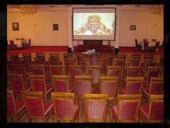 Sala Konferencyjna - układ kinowy