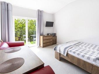 Dom,pokoje z łazienkami,balkonem i inne/parkowanie